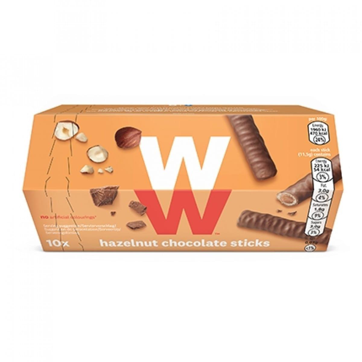 Een verpakking met 10 Hazelnoot Chocolade Sticks van WW, chocolade rolletjes gevuld met hazelnootcrème