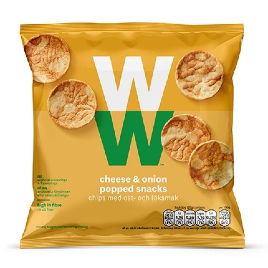 Een zak Cheese & Onion Chips van WW op basis van soja en kikkererwten met de smaak van kaas en ui