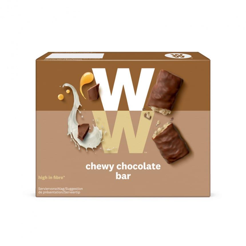 Een doosje met 4 Chewy Chocolate Bars van WW met de smaak van chocolade en romige karamel