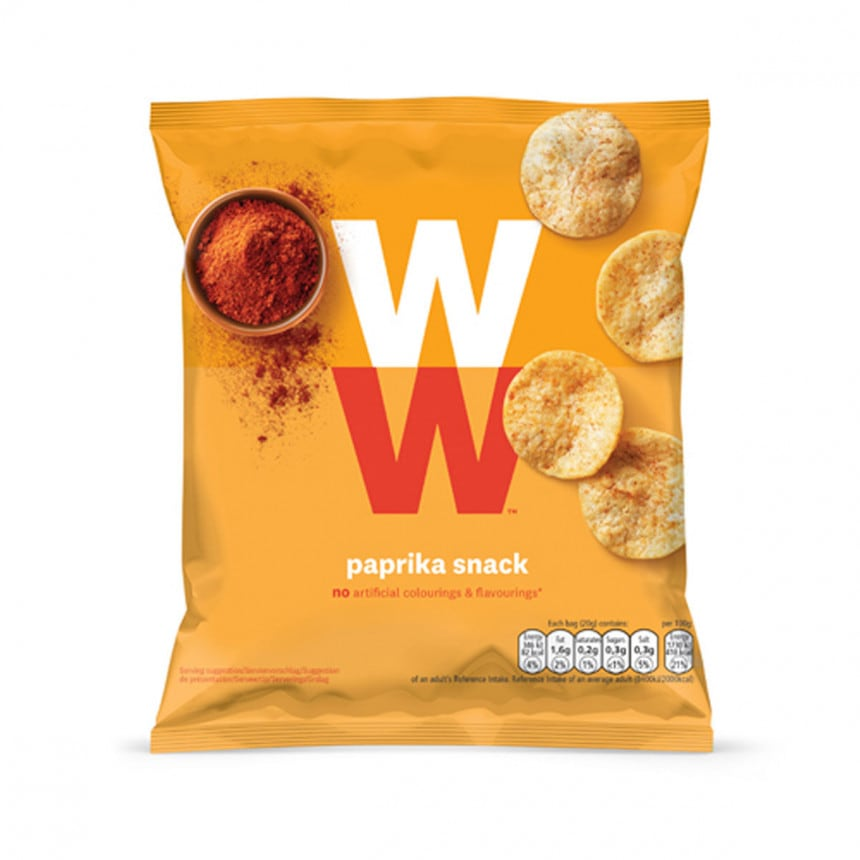 Een zak WW paprika chips van 20 gram, zonder kunstmatige kleur en smaakstoffen