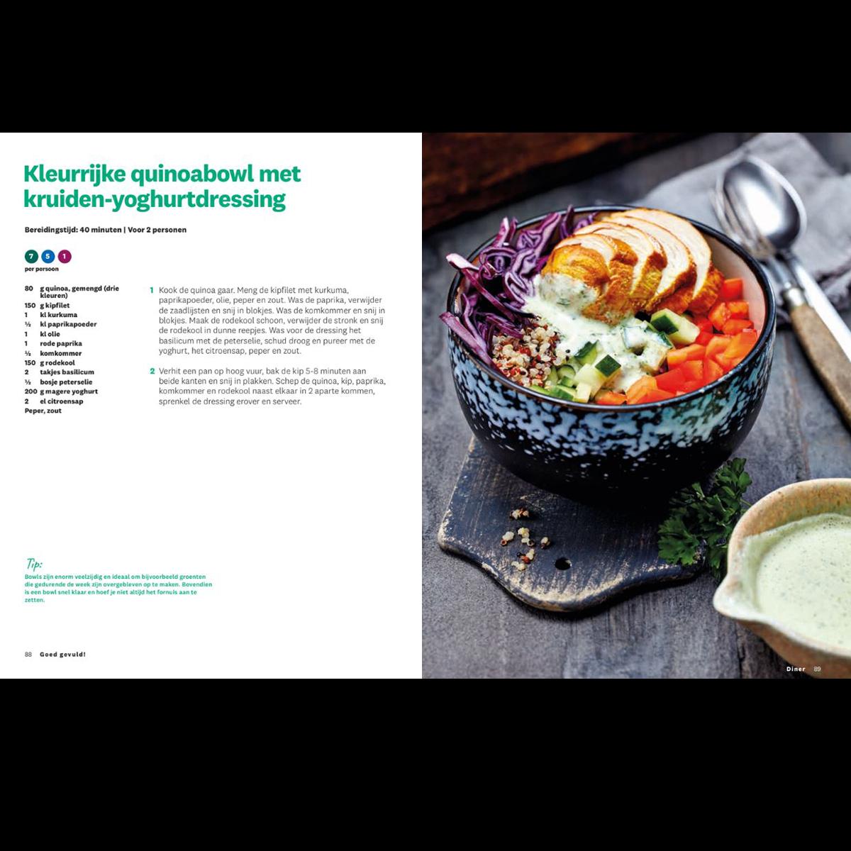 Goed gevuld! kleurrijke quinoabowl met kruiden-yoghurtdressing